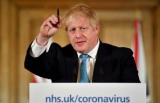 """İngiltere Kabine Bakanı Gove: """"Başbakan solunum..."""