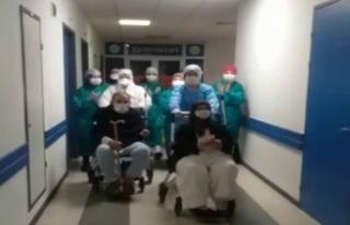 Korona virüsü yenen 80 ve 81 yaşındaki çift taburcu...