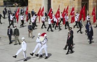 Bakan Kasapoğlu, Anıtkabir'de düzenlenen törene...