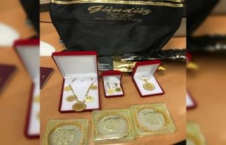 Almanya'da polis yolcunun bagajında bulunan altınlara...