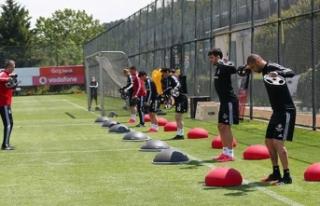 Beşiktaş'ta bir futbolcu ve bir kulüp çalışanında...