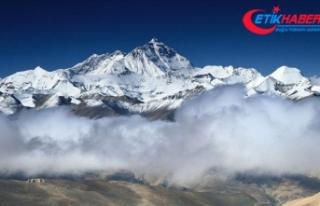 Everest'in yüksekliğini ölçecek Çin ekibi...