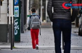Fransa'da okullar açıldıktan sonra 70 öğrencide...