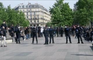 """Fransa'da """"Sarı Yelekliler"""" polis engeline..."""