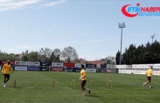 Galatasaraylı futbolcular sosyal mesafe ve hijyen...