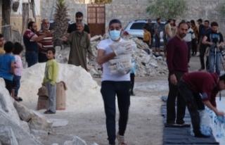 Halep'te siviller enkaz yığınları arasında...