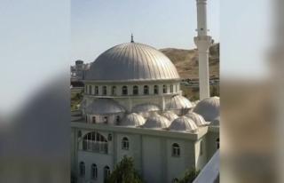 İzmir'de camilere çirkin saldırı! Cami minarelerden...