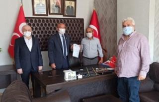Kadirli'de Meclis Üyesi İP'den istifa edip MHP'ye...