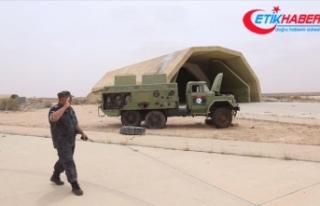 Libya ordusu Vatiyye Askeri Üssü'nün güneyindeki...