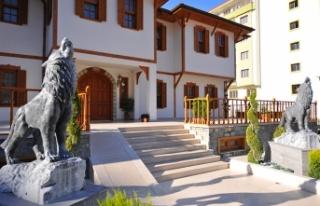 Osmaniye'de yapımı süren Devlet Bey Konağı...