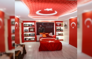 Şehit teğmenin anısı Türk bayrakları ile süslenen...