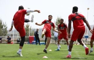 Sivasspor'da tedbirli idman devam ediyor