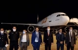 Tıbbi yardım malzemelerini taşıyan uçak Tunus'a...