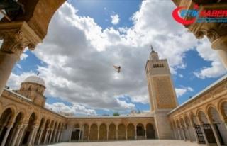 Tunus'ta koronavirüs nedeniyle kapatılan cami,...
