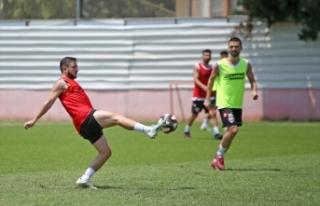 Adanaspor'un genç futbolcuları, düşme hattından...