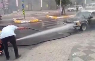 Alev alev yanan aracı belediye temizlik ekipleri...