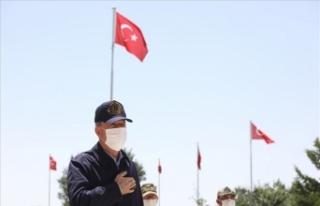 Bakan Akar, Pençe-Kaplan Operasyonu'nu sınır...