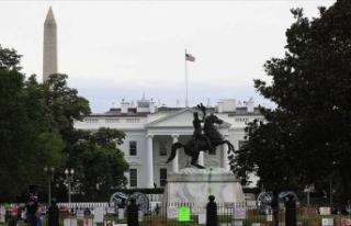 Beyaz Saray'ın önündeki Andrew Jackson heykeli...