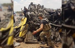 Esad rejimi askerleri taşıyan otobüsün geçişi...