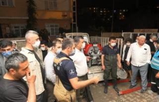 """Esenyurt Belediye Başkanı Bozkurt: """"300 bina selden..."""
