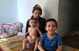 İki çocuklu kadın yıkık dökük evde yaşam mücadelesi...