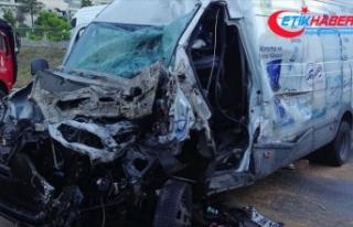 İstanbul'da panelvan ile kamyonetin çarpışması...