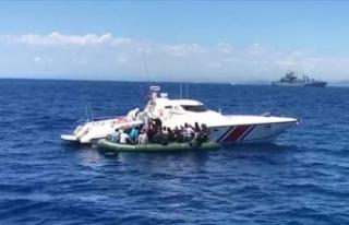 İzmir'de Türk karasularına geri itilen 56...