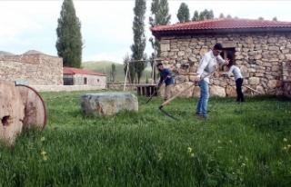 Kenan Yavuz Etnografya Müzesi kapılarını 'Tırpanla...