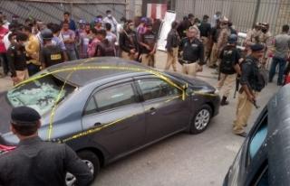 Pakistan'da silahlı saldırı: 4 saldırgan...