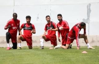 Sivasspor'da Denizlispor mesaisi devam ediyor