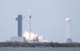 Spacex'in tarihi fırlatışta kullandığı roketi...