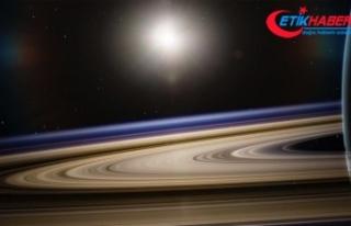 Titan Satürn'den sanılandan 100 kat daha hızla...