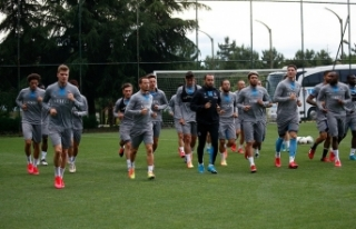 Trabzonspor'da teknik heyet ve futbolcular Kovid-19...