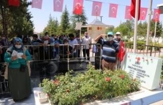 15 Temmuz kahramanı şehit Halisdemir'in kabrinde...