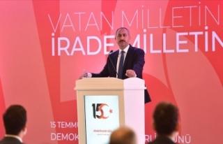 Adalet Bakanı Gül: Yargıda korku duvarlarının...