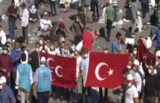 Ayasofya Camii'nin önünde vatandaşlar bayram...