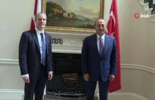 Bakan Çavuşoğlu, İngiliz mevkidaşı ile görüştü