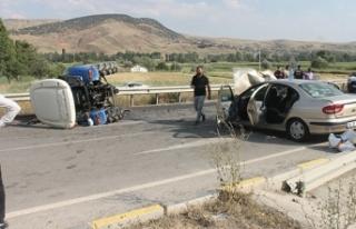 Çankırı'da otomobil ile traktör çarpıştı:...