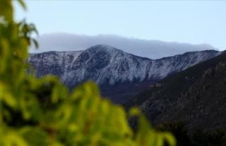 Esence Dağı'nın zirvesi temmuzda yağan dolu...