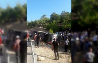 Mersin'de askerleri taşıyan otobüs devrildi:...