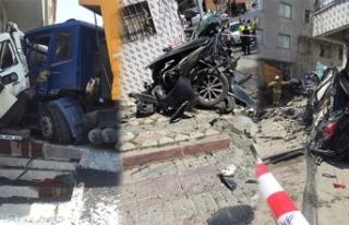 İstanbul'da dehşet veren kaza: Kamyon iki aracı...