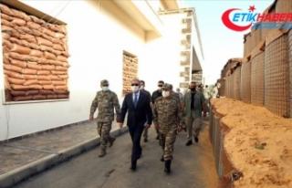 Milli Savunma Bakanı Akar Libya'da Mehmetçik'le...
