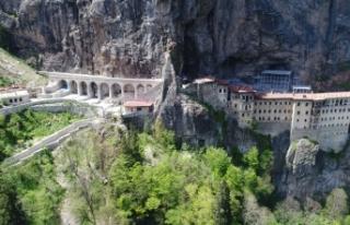 Restorasyonu 5 yıl süren Sümela Manastırı yarın...