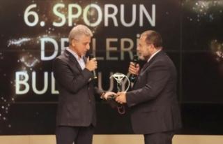 'Sporun Devleri Buluşuyor' ödülleri sahiplerini...