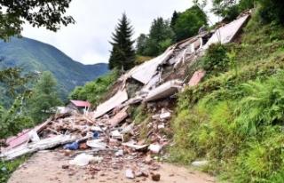 Trabzon'da heyelan nedeniyle kapanan mahalle yolları...