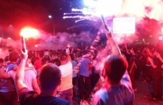 Trabzonspor taraftarı 10 yıl sonra gelen kupayı...