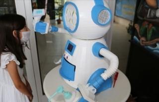 Ateş ölçüp dezenfektan sıkan, maske veren robot...