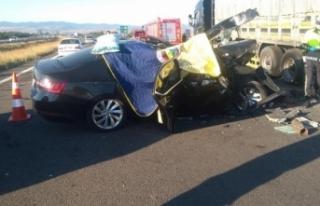 Bolu'da otomobil tırın altına girdi: 3 ölü,...