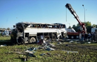 Eskişehir'de işçi servisi devrildi: 2 ölü,...