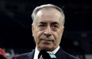 Galatasaray Başkanı Cengiz: Mensah'a teklif...